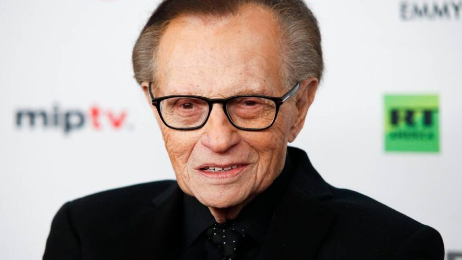Larry King hospitalized with COVID-19, reports say. He started at Miami Beach station
